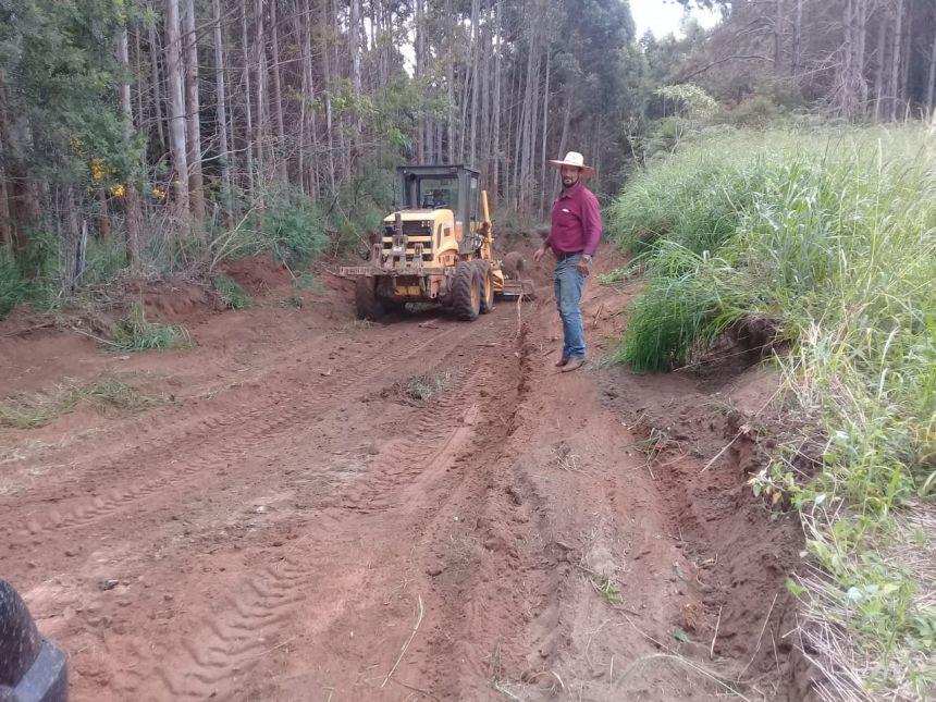 Prefeitura de Faxinal vem realizado intenso trabalho de manutenção nas estradas rurais