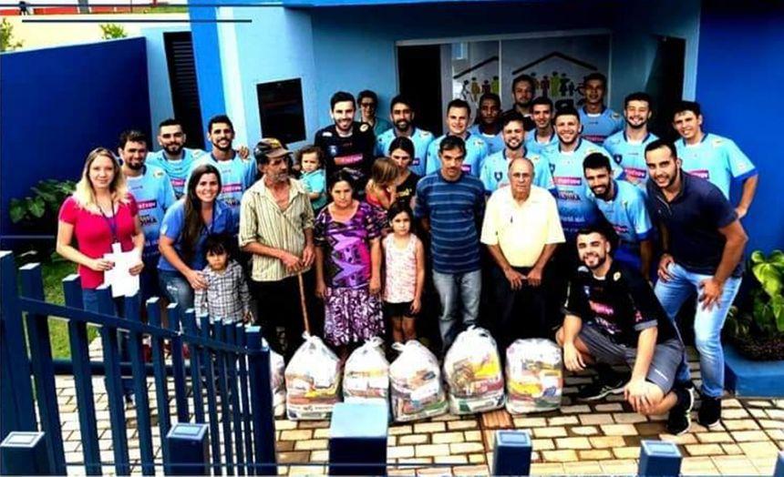 Futsal doa alimentos arrecadados com amistoso antes da estréia na série prata