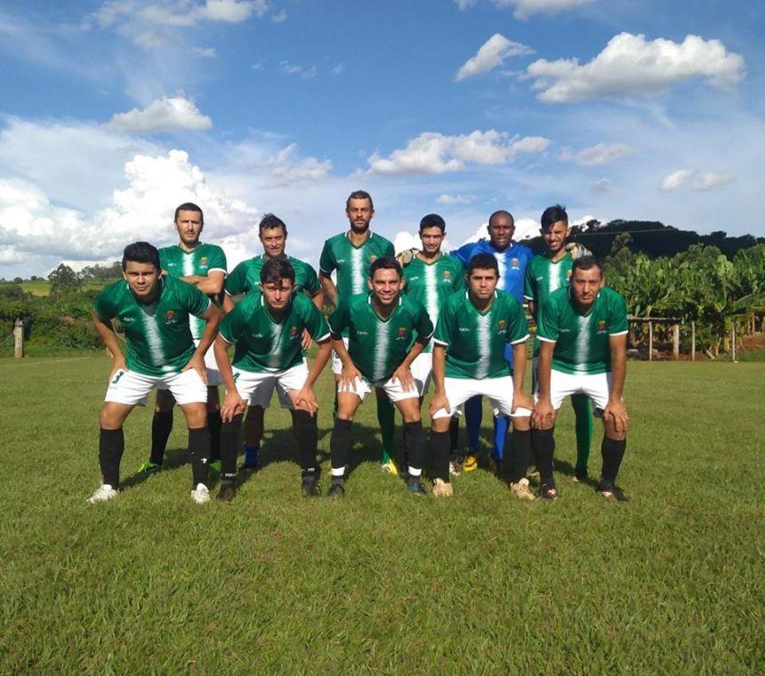 Equipe de futebol de campo vence amistoso em Novo Itacolomi
