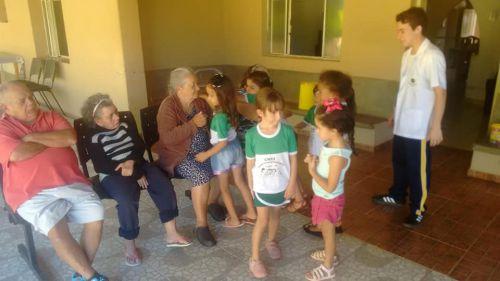 Projeto Crianças nos Asilos visita o Lar Pastor Santiago