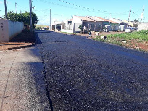 Gallo inspeciona conclusão de pavimentação asfáltica entre os conjuntos Adran e Gralha Azul