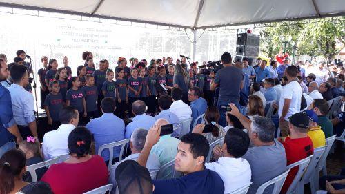 Governador inaugura Meu Campinho e autoriza novas obras em Faxinal