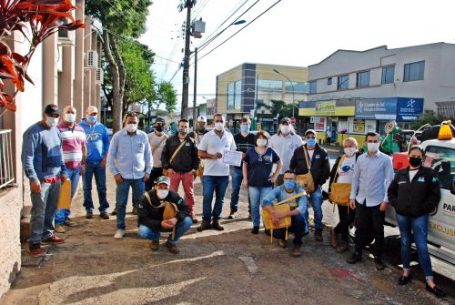 Agentes de combate a dengue e profissionais da 16ª Regional de Apucarana recebem homenagem da Câmara Municipal