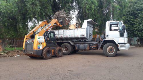 Prefeitura realiza força tarefa para limpeza de entulhos nas ruas e bairros da cidade