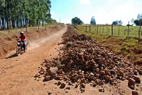 Prefeitura de Faxinal segue cronograma de manutenção das estradas rurais e pontes