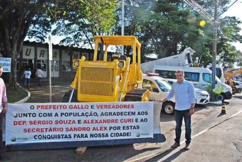 Prefeito de Faxinal apresenta a população mais de 1,5 milhão em equipamentos e veículos