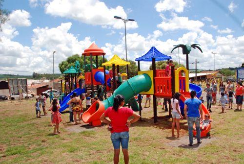 Prefeitura entrega revitalização da Praça dos Cinco Conjuntos em Faxinal