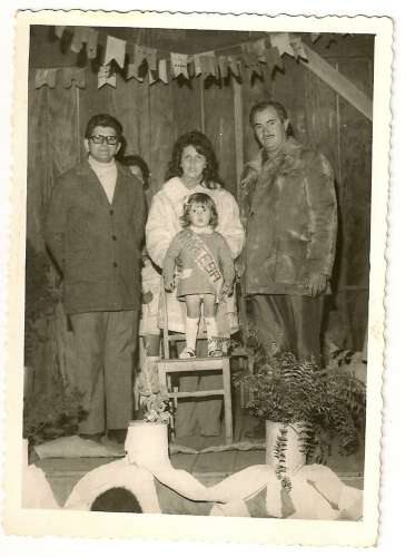 Concurso de Rainha da Festa Junina do Grupo Escolar Regente Feijó – 1972 – Padre Pedro Paulo Dias, Iolanda Garcia Manzano, Márcia Garcia Manzano e Emiliano Manzano.