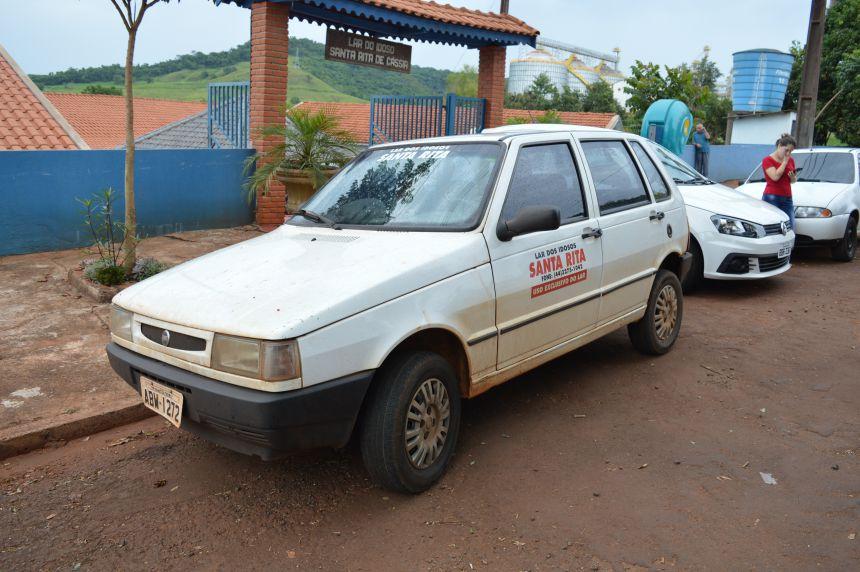 Prefeitura entrega carro novo para o Lar dos Idosos