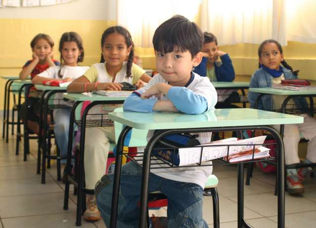 Escola Jacira recebe novas carteiras