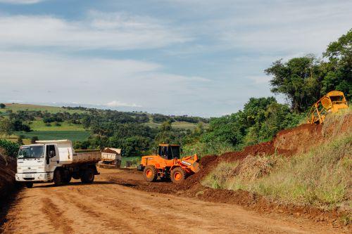 Estrada que liga Barbosa Ferraz e Ourilândia - Obra com cascalho.