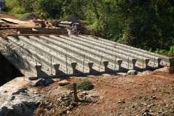 Ponte recebe vigas e já caminha para final das obras