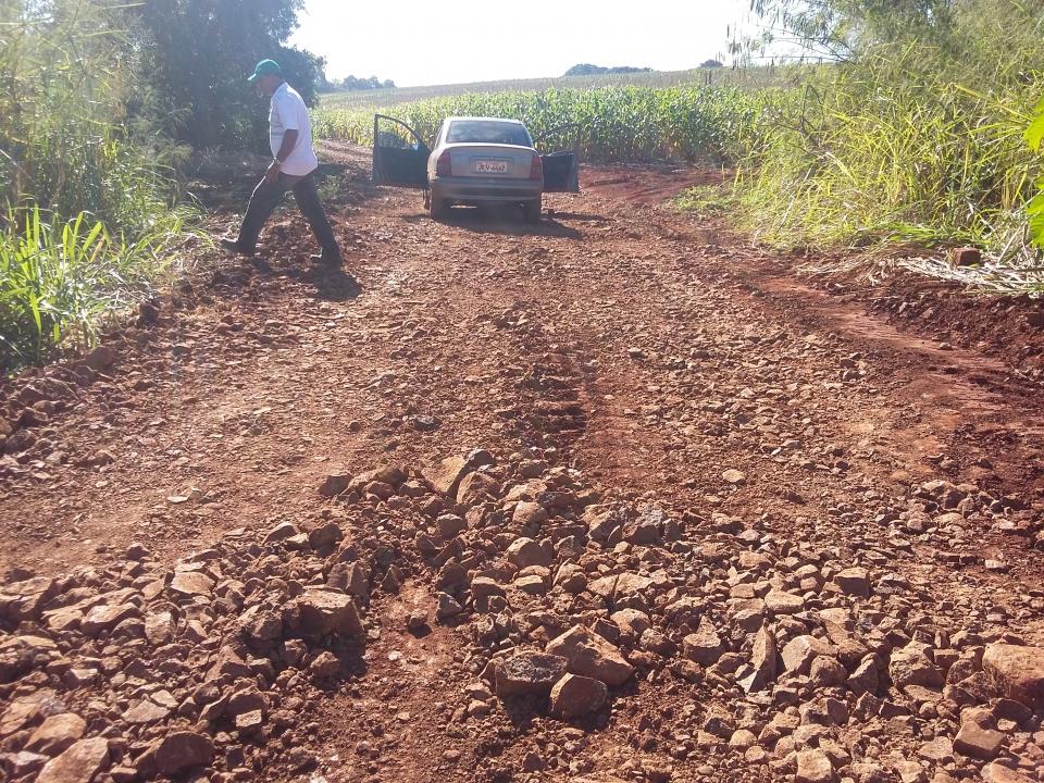 Secretaria de Obras realiza reabertura de estrada rural.