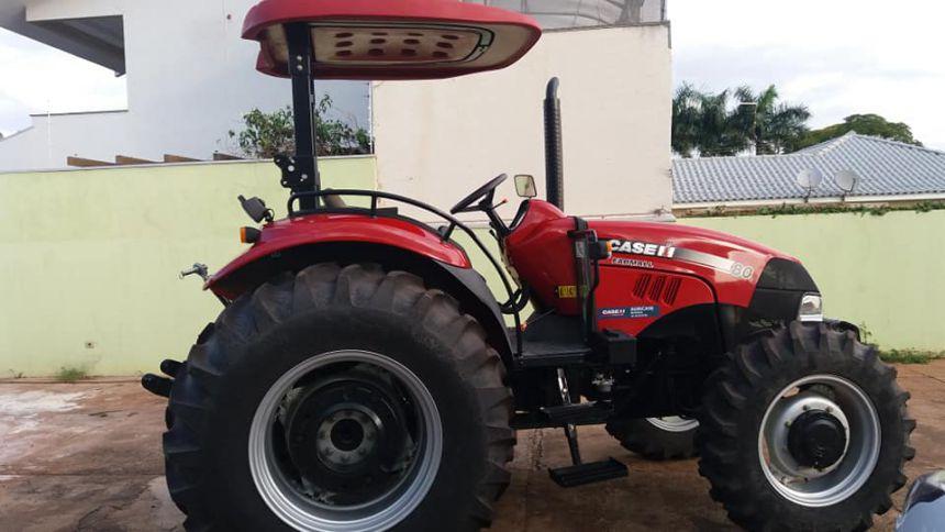 Prefeitura recebe novo trator agrícola