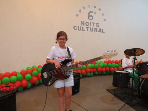 Um show de talentos na 6 Noite Cultural