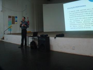 Palestra sobre cursos técnicos do SENAI
