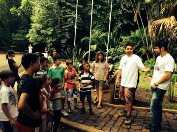 Turma de teatro visita Parque do Ingá