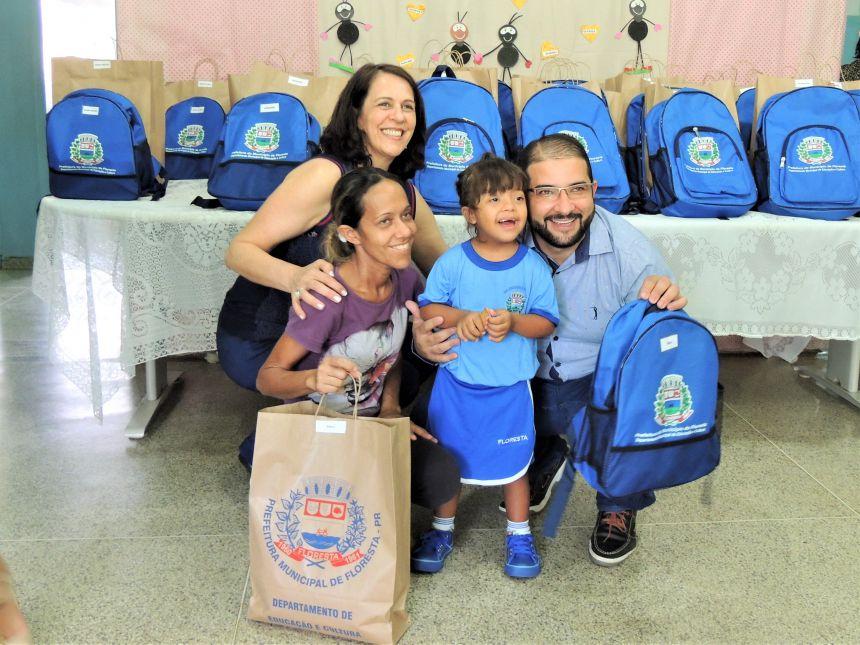 Entrega de Kits escolares aos alunos da APAE