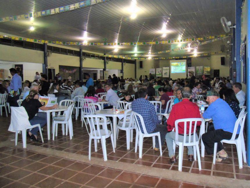 Homenagens marcam o primeiro encontro de produtores rurais de Floresta