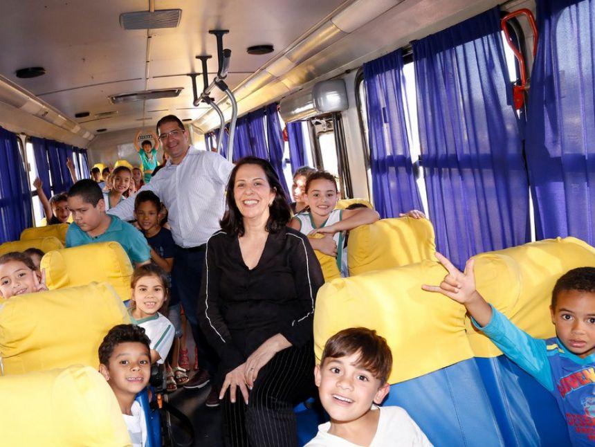 Educação de Floresta recebe 2 ônibus para ampliar frota escolar