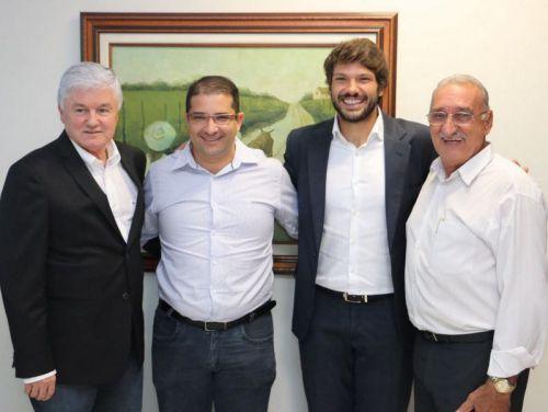 Chefe da Casa Civil - Valdir Rossoni, Prefeito Dê, Deputado Tiago Amaral e ex-prefeito Antonio Fuentes