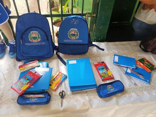 Entrega de Material Escolar e Uniformes 2019
