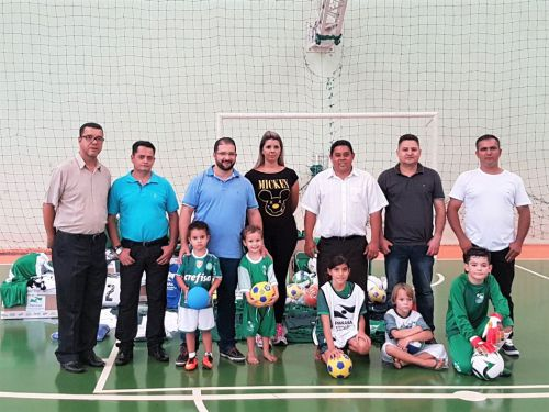 Deputada Cantora Mara Lima entrega de Kits esportivos