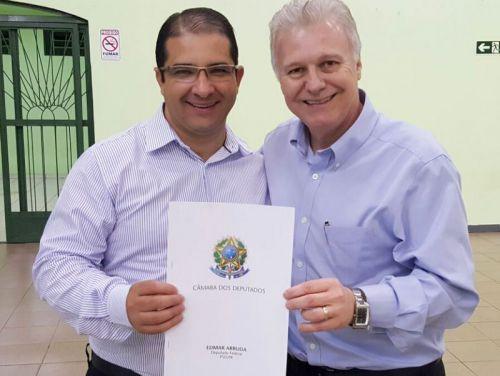 Prefeito Dê recebe recursos para recape asfáltico das mãos do deputado federal Edmar Arruda