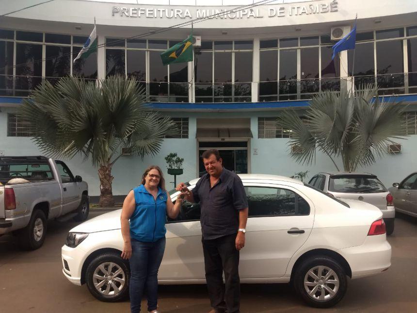 Prefeitura de Itambé adquiriu um novo veículo para o Departamento de Educação.