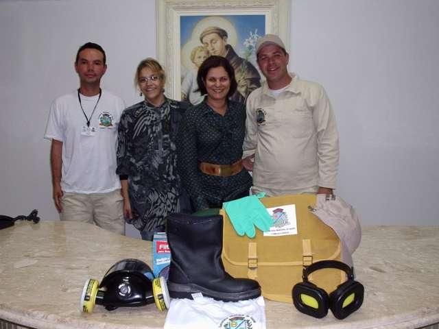 Agentes de combate a dengue recebem uniformes