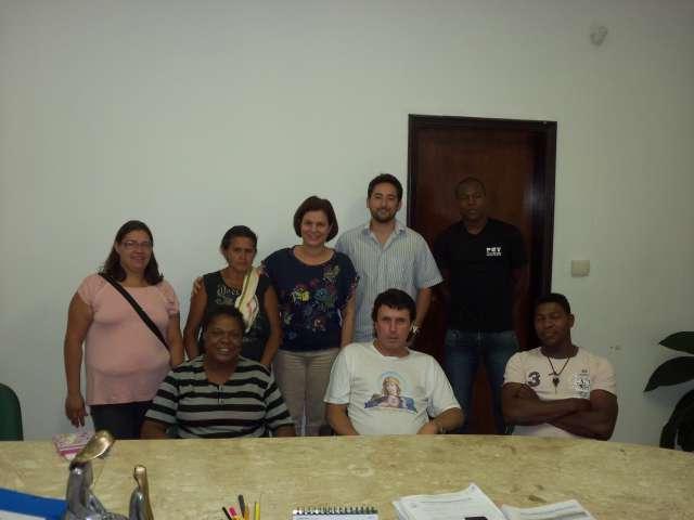 Prefeita Maria Ana recebe moradores da Vila Santa Terezinha no gabinete