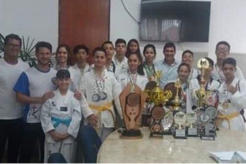 Atletas do Taekwondo visitam Prefeito
