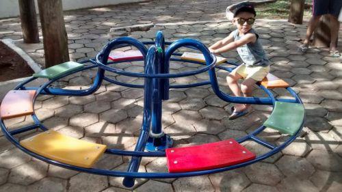 Instalado novo brinquedo na Praça da Matriz