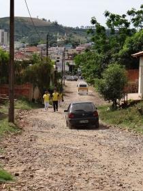Pavimentação asfáltica de todas a ruas dos bairros Santa Terezinha e Parque Jandira.