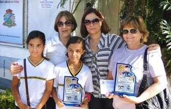 Prefeita Maria Ana entrega premiação aos alunos