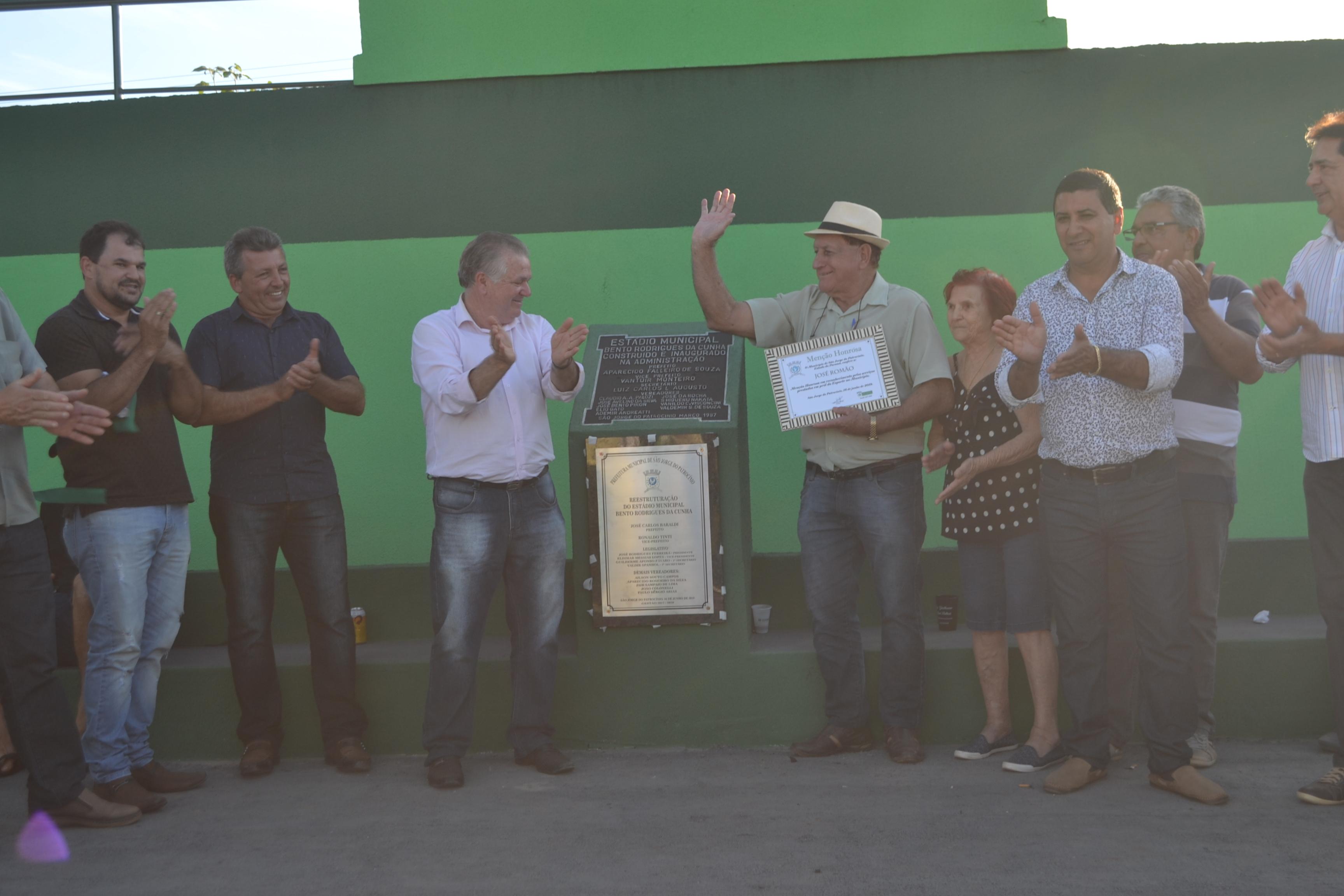 EM TARDE DE GALA, ESTÁDIO MUNICIPAL É REINAUGURADO COM PARTIDA DE ESTRELAS
