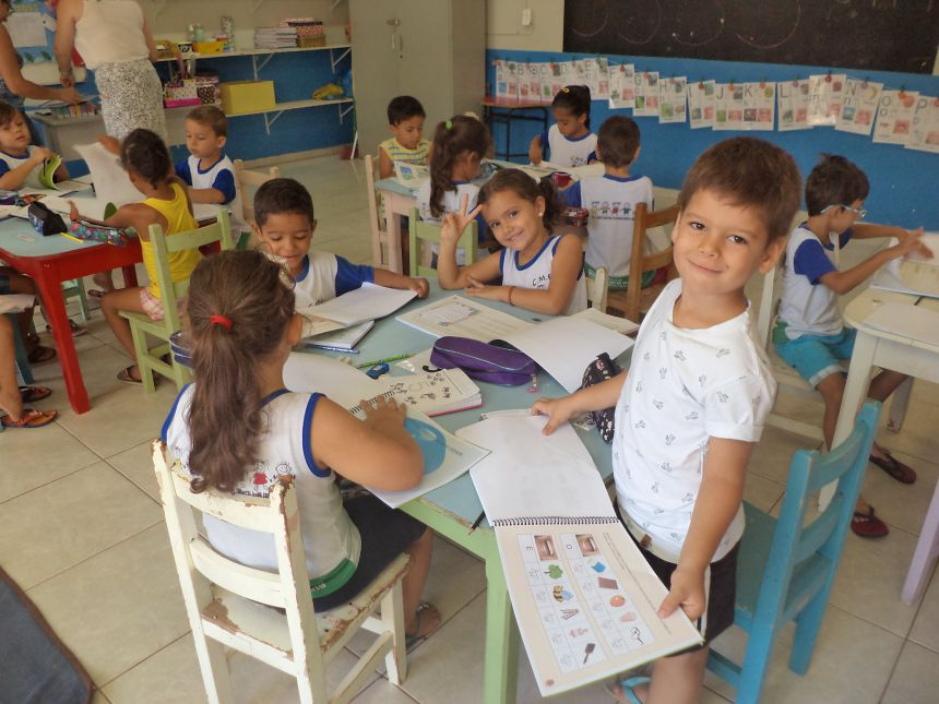 Secretaria Municipal de Educação entrega apostilas à Pré-Escola