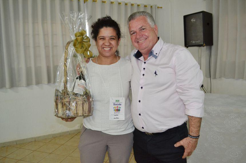 O prefeito José Carlos Baraldi e a Chefe do setor Vigilância Sanitária e Saúde do Trabalhador, Evanilde Rizzieri