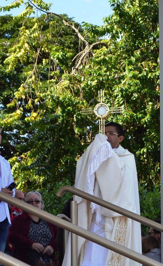 FÉ E DEVOÇÃO NA SOLENIDADE DE CORPUS CHRISTI