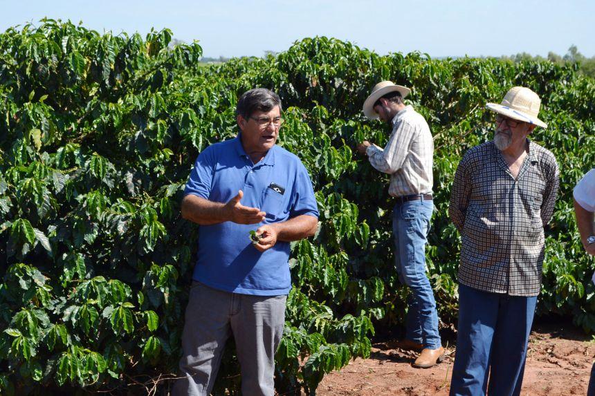 PRODUTORES DE CAFÉ PARTICIPAM DE PALESTRA TÉCNICA PARA PLANTIO E MANEJO