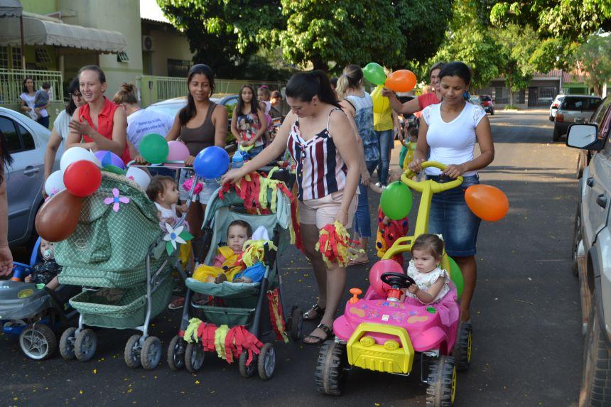 CRIANÇAS DO CMEI PRESTAM HOMENAGEM AO INÍCIO DA PRIMAVERA