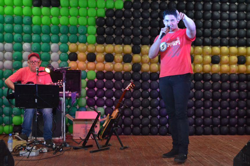 TALENTOS DÃO SHOW NO VII FEST MUSIC EM SÃO JORGE DO PATROCÍNIO