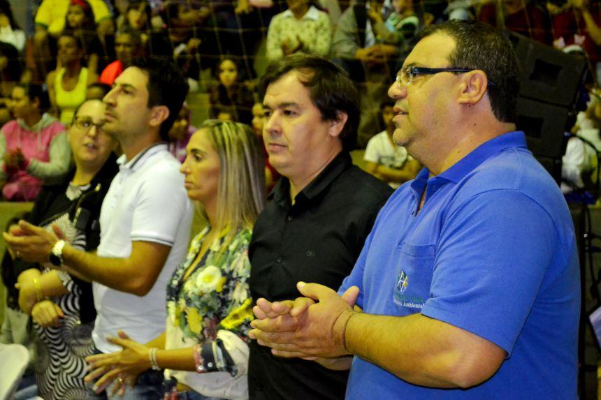 NOITE AMBIENTAL APRESENTA MODA SUSTENTÁVEL, MAQUETES E DANÇAS
