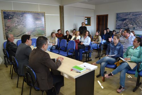 PROMOTOR VISITA MUNICÍPIO E ABORDA PROTEÇÃO A CRIANÇAS E ADOLESCENTES