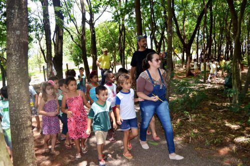 GINCANA COM CRIANÇAS DO CMEI ZAIRA ABORDA TEMAS AMBIENTAIS