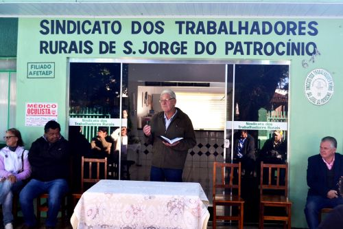 CASAS SÃO ENTREGUES A FAMILIAS RURAIS EM SÃO JORGE DO PATROCÍNIO