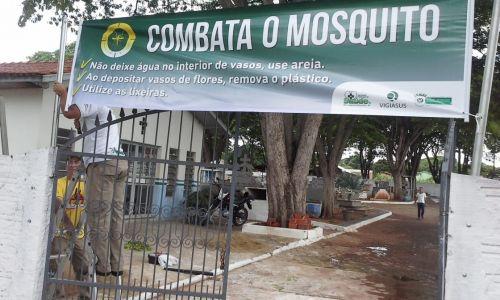 EQUIPE DE COMBATE A ENDEMIAS INSPECIONAM CEMITÉRIO E CONSCIENTIZAM POPULAÇÃO