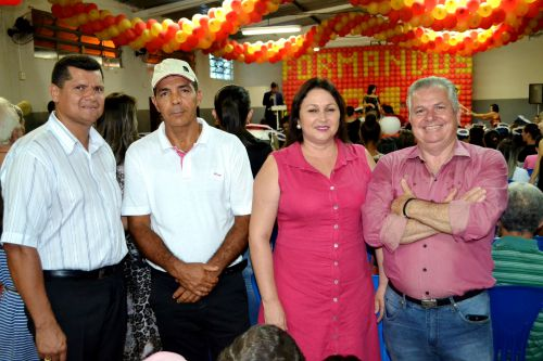 ALUNOS DA E.M. JOÃO BATISTA DE MELO PARTICIPAM DE FORMATURA