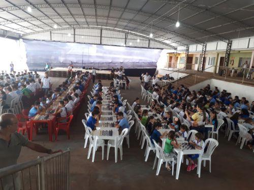 ALUNOS DE ESCOLAS DO MUNICÍPIO SÃO DESTAQUE NO CIRCUITO REGIONAL DE XADREZ