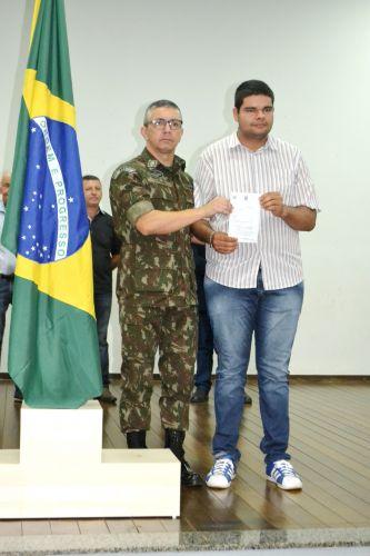 EM CERIMÔNIA CONJUNTA ENTRE DOIS MUNICÍPIOS, DISPENSADOS DO SERVIÇO MILITAR RECEBERAM CERTIFICADOS